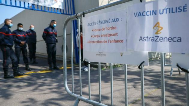 Die EU-Kommission bereitet laut Insidern eine Klage gegen den Pharmakonzern AstraZeneca wegen der Lieferprobleme vor. (Bild: AFP)
