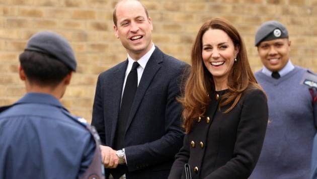 Herzogin Kate und Prinz William schlugen sich beim ersten Auftritt nach dem Tod von Prinz Philip tapfer und zeigten sich mit einem strahlenden Lächeln. (Bild: AFP)