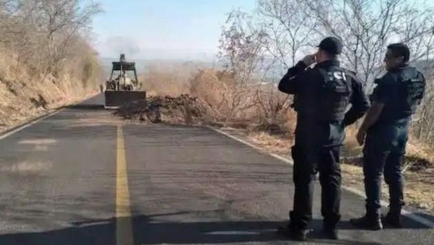 Die Kartelle errichten Straßensperren, um verfeindete Banden und die Polizei fernzuhalten. (Bild: Michoacán State Security Department)