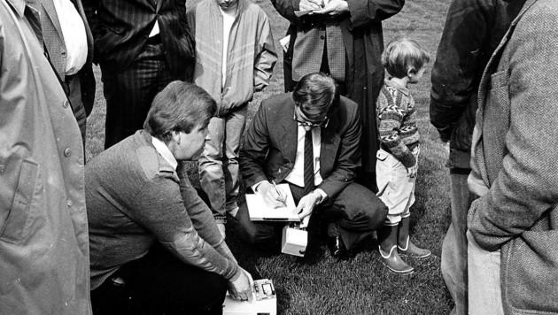 1986: Vorm Länderspiel gegen Schweden in Lehen wurden täglich Strahlenmessungen durchgeführt. Und zwar nicht nur auf dem Rasen ... (Bild: krugfoto/Krug Daniel sen.)