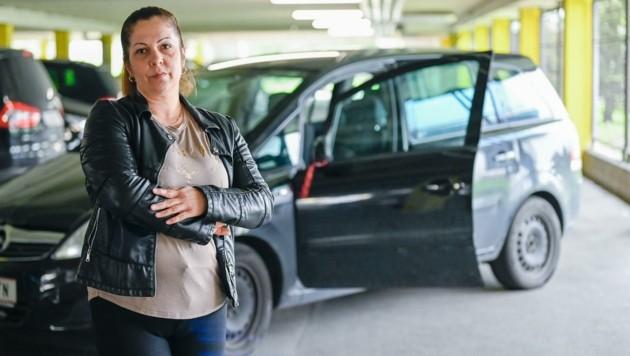 """Krisztina N. hat den Autoschlüssel und ihren Opel Zafira zurückerobert: """"Einen neuen Wagen könnt' ich mir nicht leisten."""" Ihre Begegnung mit dem Diebestrio fiel handfest aus. (Bild: Alexander Schwarzl)"""