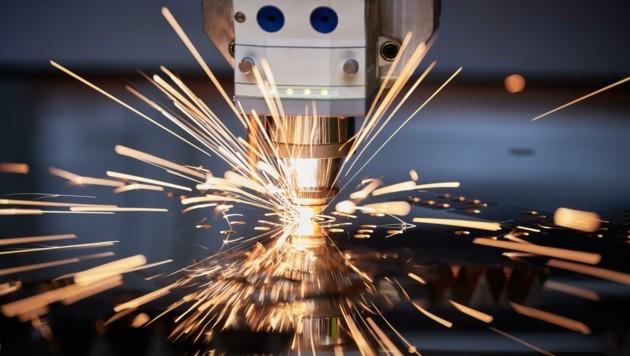 In den NÖ-Industriebetrieben sprühen die Funken der Hoffnung. (Bild: stock.adobe.com)