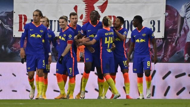 Hier jubelt Ibrahima Konate (Mitte) mit seinen Leipzig-Teamkollegen - doch wie lange noch? (Bild: AFP)