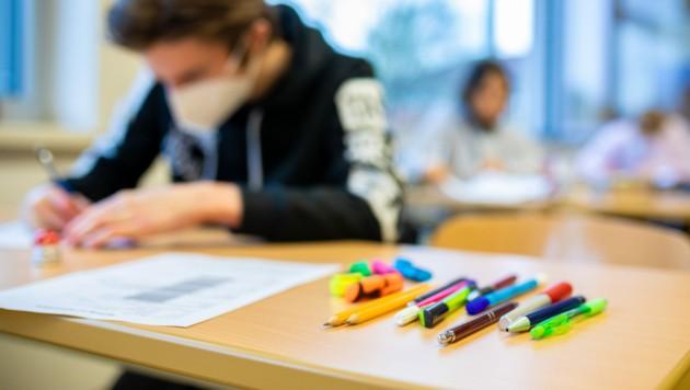 Die SPÖ sieht eine Bildungslücke durch die Corona-Krise aufklaffen. (Bild: APA/dpa/Moritz Frankenberg)