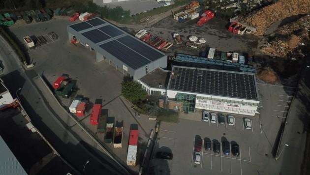 Die Fläche der neuen Fotovoltaikanlage entspricht in etwa der Größe von zehn Tennisplätzen. (Bild: Energie AG)