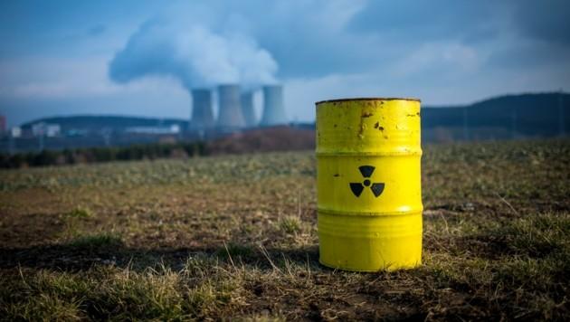 LH Thomas Stelzer und Umweltlandesrat Stefan Kaineder fordern den Atomausstieg. (Bild: GLOBAL 2000/Christopher Glanzl)