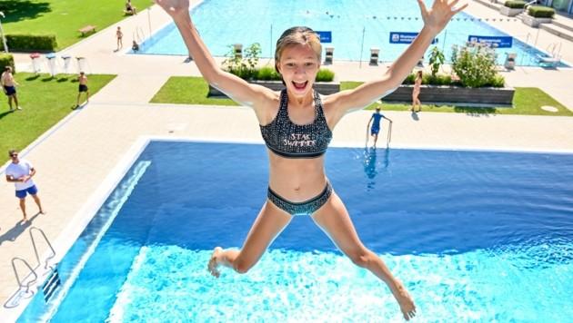 Endlich wieder ins Freibad – kleine und große Wasserratten können es kaum noch erwarten, ins kühle Nass zu springen, darin zu schwimmen oder herumzutollen. (Bild: Dostal Harald)
