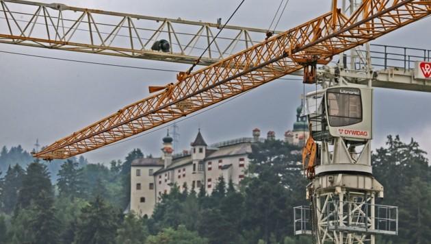 Tirol geht in die Offensive und investiert kräftig, um die Konjunktur zu beleben und so Arbeitsplätze und Betriebe abzusichern. (Bild: Christof Birbaumer)