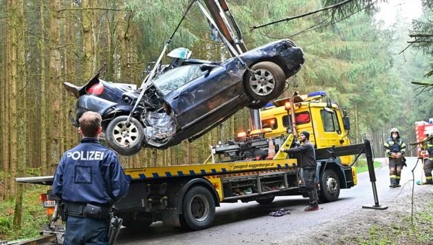 Das Unfallwrack, in dem die Innviertlerin starb (Bild: Manfred Fesl-m.fesl@speed.at)