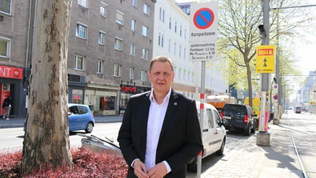 Bezirkschef Thomas Steinhart (SPÖ) will das Parkpickerl in ganz Simmering. (Bild: Ramona Miletic)