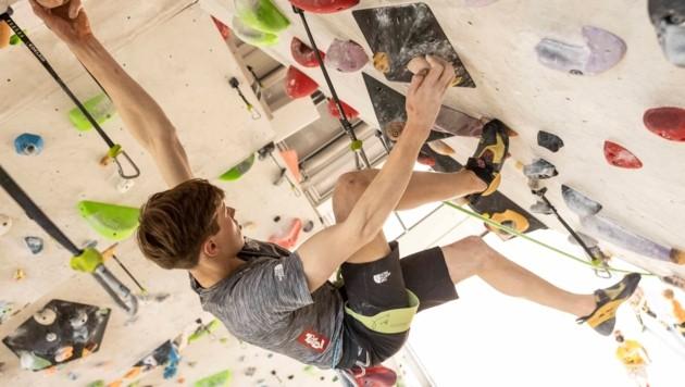 Siebenmal die Woche trainiert der 17-jährige Andreas Hofherr für seinen Traum – häufig in der K1 Kletterhalle in Dornbirn. (Bild: Maurice Shourot)