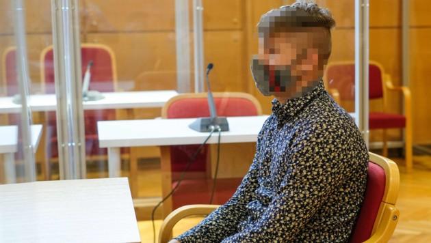 Vor Gericht legte der Angeklagte (20) ein Tatsachengeständnis ab. (Bild: Horst Einöder)