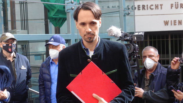 Vor dem Landesgericht in Wien musste sich Martin Rutter am Freitag wegen versuchten Widerstands verantworten. (Bild: Herbert Pfarrhofer)