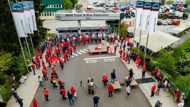 Vor dem MAN-Werk in Steyr gab´s einen Aufmarsch zum 1. Mai (Bild: Kerschbaummayr)