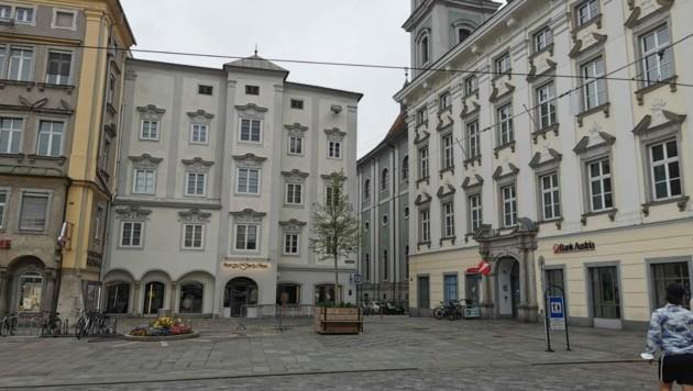 Der Platz, an dem der Maibaum stand, ist leer (Bild: Barbara Kneidinger)