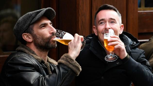 Seit dem 12. April dürfen Briten wieder ins Pub. (Bild: APA/AP Photo/Alberto Pezzali)