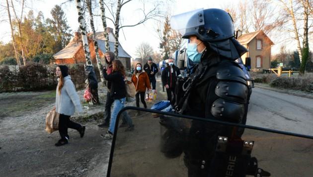 Bereits zu Jahresanfang musste die Polizei eine illegale Silvesterparty in der Bretagne auflösen. (Bild: APA/AFP/JEAN-FRANCOIS MONIER)