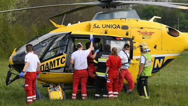 Der Bub wurde per Rettungshelikopter ins Spital geflogen (Symbolbild) (Bild: P. Huber)