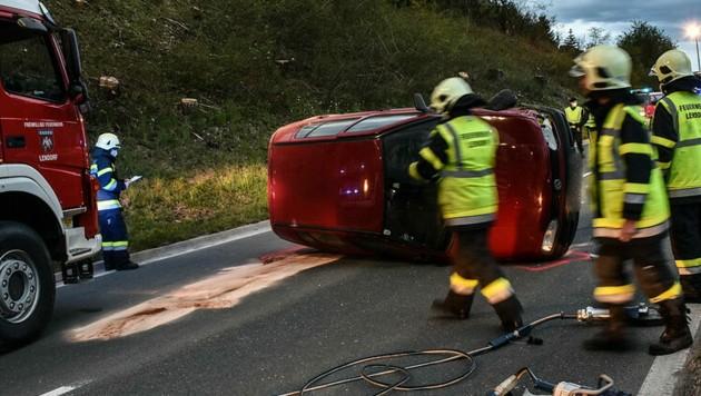 Der Wagen schlitterte seitlich die Straße entlang. (Bild: Freiwillige Feuerwehr Spittal an der Drau)