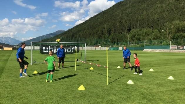 Geschickter Umgang mit dem Fußball wird trainiert. (Bild: Fußballcamp Constantini/Schiener)