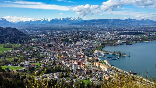 Mehr als ein Drittel der Vorarlberger Bevölkerung lebt in den vier größten Gemeinden des Landes, das sind Dornbirn, Feldkirch, Bregenz und Lustenau. (Bild: ©JM Soedher - stock.adobe.com)
