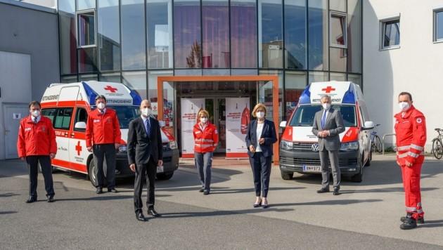 Politiker zu Besuch in der Rotkreuz-Bezirksstelle in Baden. (Bild: NLK Burchhart)
