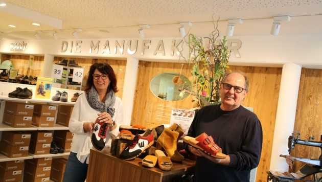 Die woody-Manager Daniela und Gerhard Piroutz (links). Der Seniorchef feiert heuer übrigens sein 40-Jahr-Jubiläum. (Bild: Hronek Eveline)