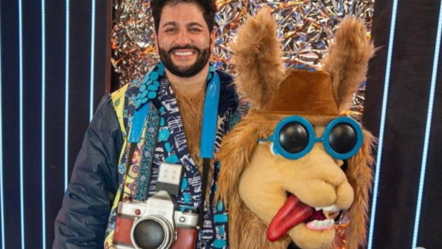 """Yusif Eyvazov steckte für die Show """"The Masked Singer Russland"""" im Lama-Kostüm. (Bild: instagram.com/anna_netrebko_yusi_tiago)"""