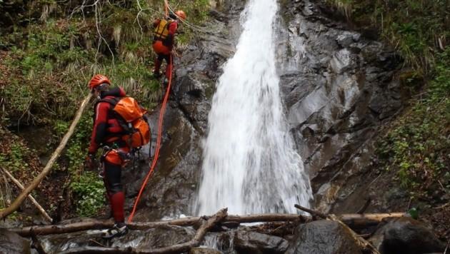 Suche im Bereich des Schleierwasserfalls. (Bild: zoom.tirol)