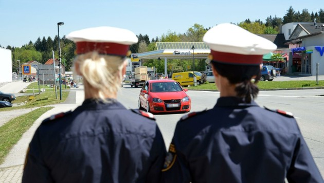 Die Polizei hat konsequent durchgegriffen: Von 29 Autos wurden Kennzeichen abmontiert. (Bild: Hermann Sobe, krone.at)