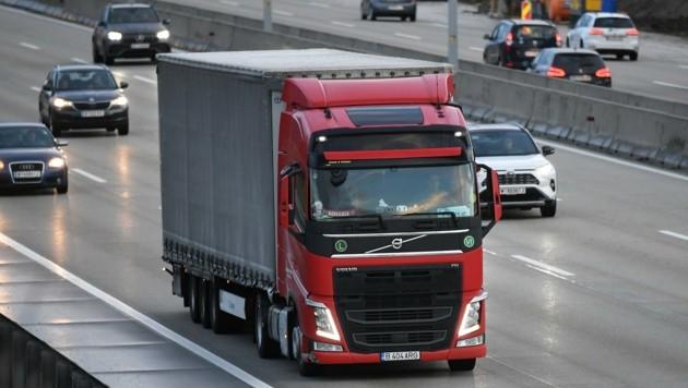 VCÖ-Experte Michael Schwendinger ortet mehr Lkw-Verkehr (Bild: Huber Patrick)
