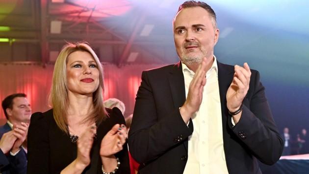 Landeshauptmann Hans Peter Doskozil (SPÖ) und seine Lebensgefährtin Julia Jurtschak wollen sich nächstes Jahr das Jawort geben. (Bild: APA/HERBERT NEUBAUER)