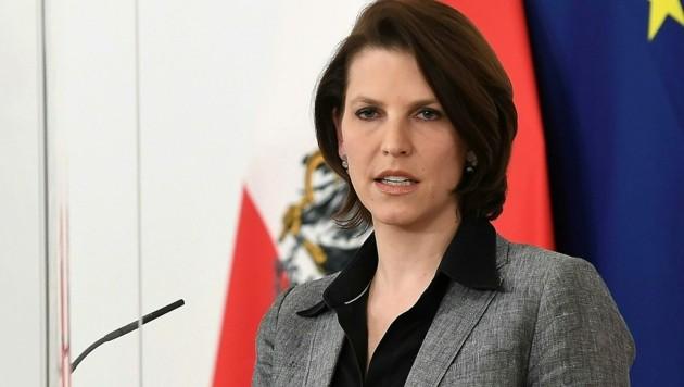 Europaministerin Karoline Edtstadler hat kein Verständnis für die bulgarische Position. (Bild: APA/HELMUT FOHRINGER)