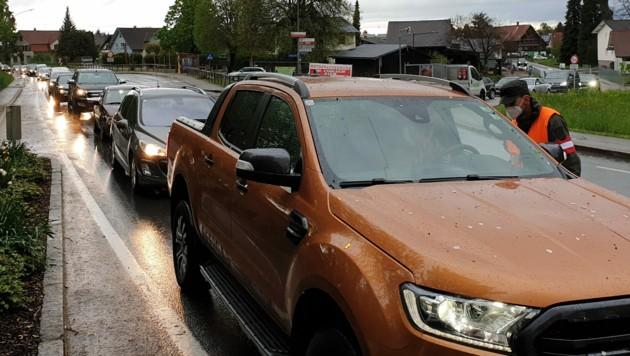 An zwei Kontrollpunkten werden alle Verkehrsteilnehmer überprüft. (Bild: APA/JOCHEN HOFER)