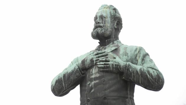 Die Statue des ehemaligen Wiener Bürgermeisters Karl Lueger in Wien. (Bild: APA/ROLAND SCHLAGER)