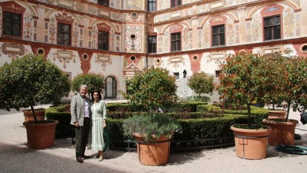 Ulrich und Ehefrau Katrin Goëss-Enzenberg im Renaissance-Garten des Schlosses Tratzberg. (Bild: HMC Hammann)