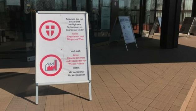 Das Impfverbot für Wiener in Vösendorf erhitzt die Gemüter – die Kapazitäten sind aber dafür auch gar nicht ausgelegt. (Bild: Stephan Bartosch)