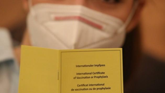 In Tausende gelbe Impfpässe wurde nicht eingeklebt. (Bild: Jöchl Martin)