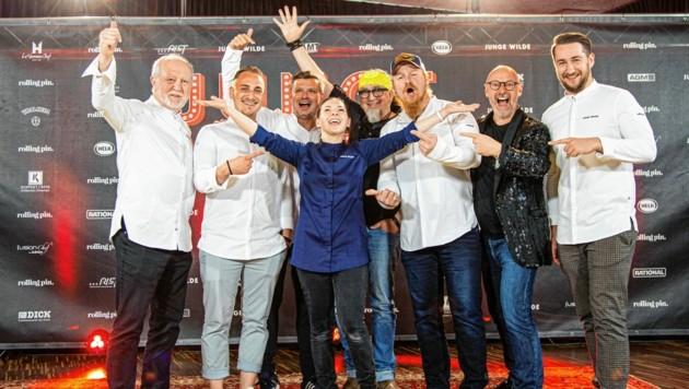 """Die neue """"Junge Wilde"""": Sandra Scheidl umgeben von den Juroren des Nachwuchs-Kochwettbewerbs im """"Schlossberg"""". (Bild: Rolling Pin)"""