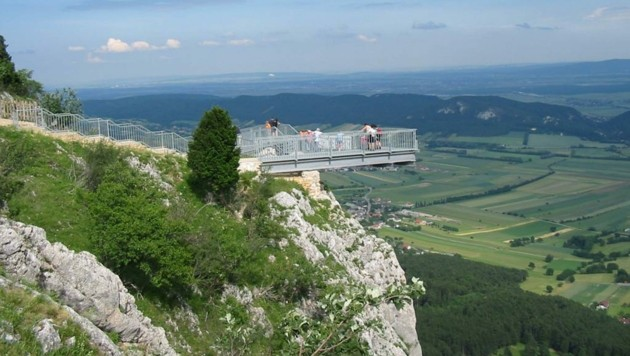 Der Skywalk bei der Hohen Wand ist nun ein Top-Ausflugsziel. (Bild: Wiener Alpen in Niederösterreich - Schneeberg Hohe Wand)