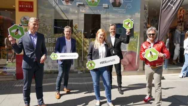 Bei der Eröffnung (v. li.): Michael Witsch, Manfred und Katrin Hohensinner, Siegfried Nagl, Dieter Weber. (Bild: Pail Sepp)