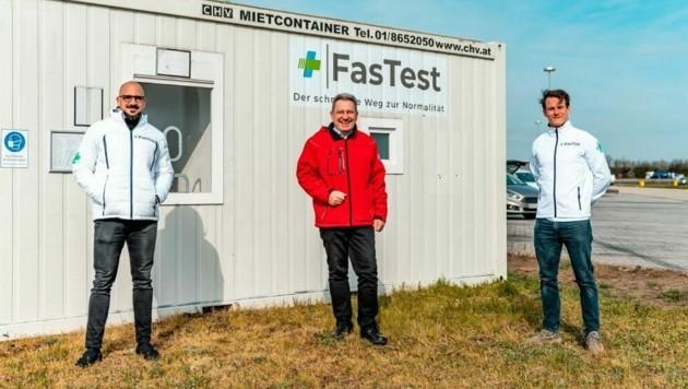 Bürgermeister Gerhard Zapfl (M.) und das FasTest-Team arbeiten in Kooperation. (Bild: Raphael Fasching)
