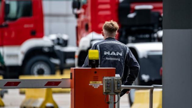 Die Belegschaft bei MAN Steyr ist verunsichert: Ob es am Standort nach Ende 2022 noch Jobs gibt, ist offen. (Bild: FOTOKERSCHI.AT/APA/picturedesk.com)