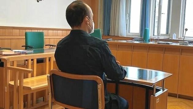 Der Angeklagte im Prozess (Bild: Gabriela Gödel)