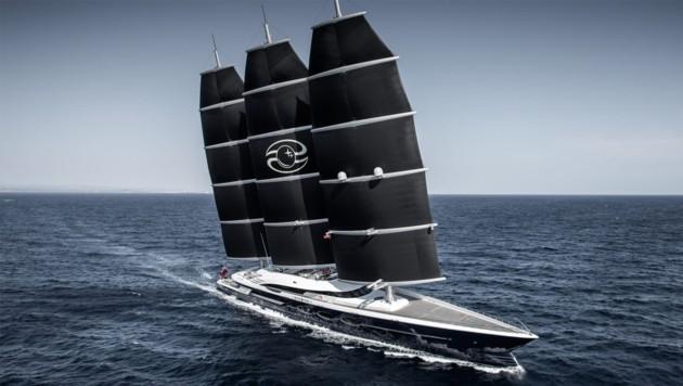 """Vor drei Jahren lieferte Oceanco den 107 Meter langen Dreimaster """"Black Pearl"""" aus. Bezos' Jacht soll 20 Meter länger werden und ein """"Beiboot"""" mit Hubschrauberlandeplatz haben. (Bild: oceancoyacht.com)"""