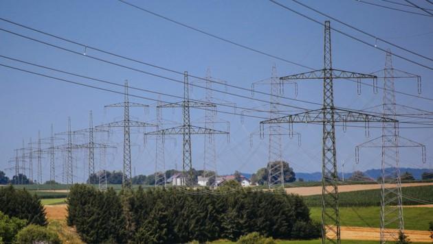 Der Bau von Strom-Freileitungen könnte viel teurer werden (Bild: Pressefoto Scharinger © Daniel Scharinger)
