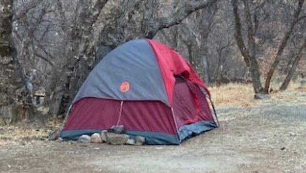 In diesem kleinen Zelt wurde die Frau angetroffen. (Bild: Utah County Sheriff)