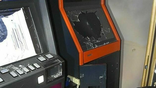 Der Einbrecher brach mehrere der illegalen Automaten auf. (Bild: LPD WIEN)