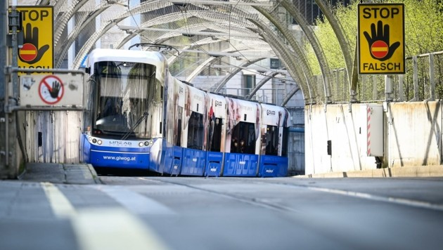 Eine Straßenbahn von Wels nach Linz halten die Welser VP und Grünen für nicht realistisch. Sie werfen der SP einen PR-Gag vor. (Bild: Alexander Schwarzl)