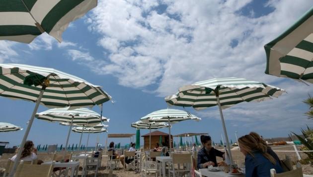 Italien will seine Impfkampagne im Sommer nicht unterbrechen und die Bürger des Landes auch während des Urlaubs impfen. (Bild: AFP)